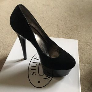 Steve Madden black suede and patent pump